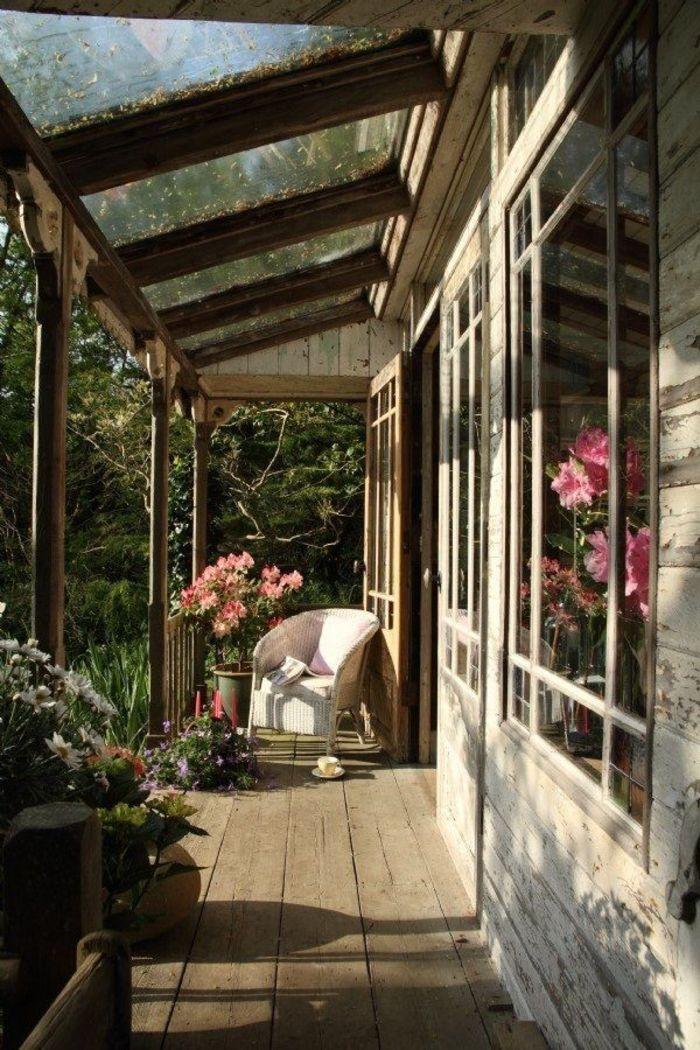 Маленький деревянный домик с традиционным интерьером dcreati.
