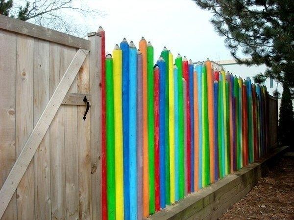 Как красить забор своими руками 10